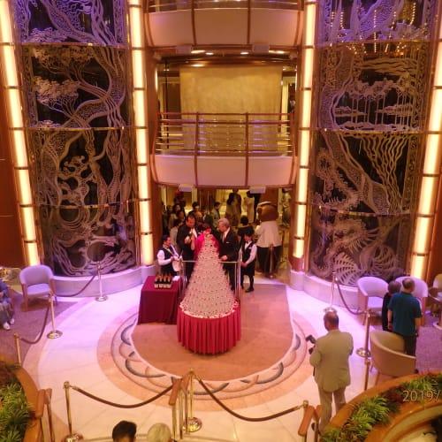 客船ダイヤモンド・プリンセスのクルー、アクティビティ、船内施設