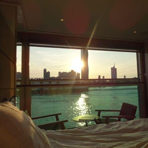 カーテン開けてびっくり!  寝ているばあいじゃないよ~(-_-;) | ウィーンでの客船エメラルド・デスティニー