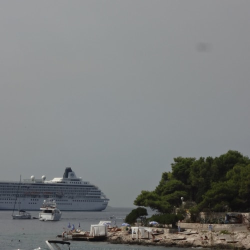 ハバール (クロアチア) | フヴァル(フヴァル島)での客船クリスタル・シンフォニー