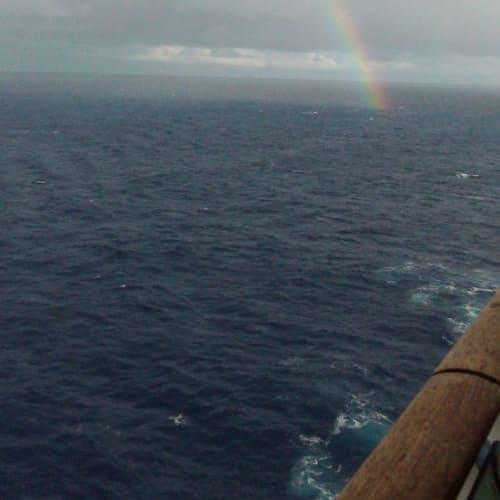 マレ島に入港する前に虹が出ました。 | タディーヌ(マレ島)