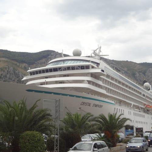 コトル (モンテネグロ) | コトルでの客船クリスタル・シンフォニー