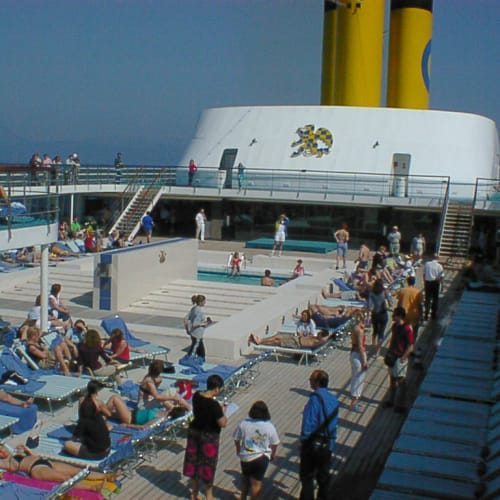 船内のアナウンスは常に陽気 | 客船コスタ・クラシカの乗客、船内施設