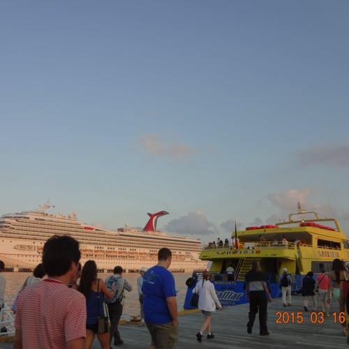 客船カーニバル・グローリーの外観