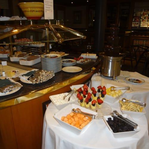 コーヒー軽食「ビストロ」 | 客船クリスタル・シンフォニーのブッフェ、フード&ドリンク