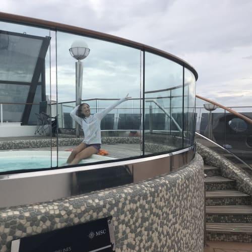 ジャグジーへ | 客船MSCスプレンディダの乗客、船内施設