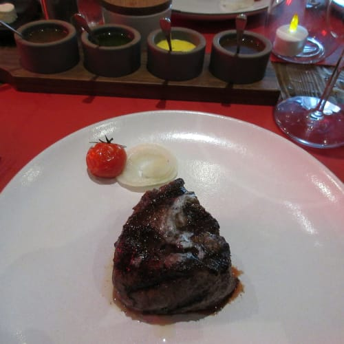 Filet mignon steak as main dish at 7th FL Butcher's Cut restaurant 旅行会社の特典でツアーの中で我々だけ 7階の Cut restaurantと16階のGalaxy(和食)の2回只で食事を楽しむ事が出来た。 | 客船MSCディヴィーナのダイニング、フード&ドリンク