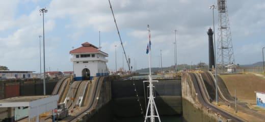 ニューアムステルダム号で行くカリブ海縦断・パナマ運河横断・中米周遊クルーズ③大人の社会科見学のようなパナマ運河通航
