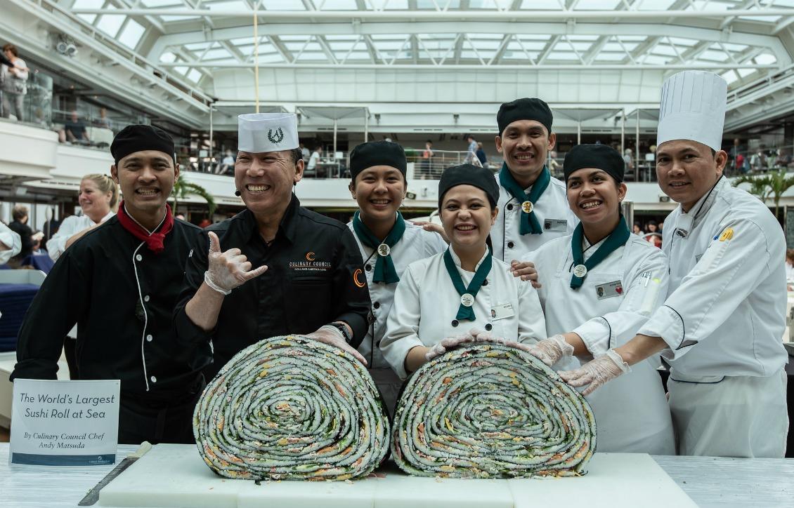 ホーランドアメリカ、船上で世界最大級の巻き寿司を制作