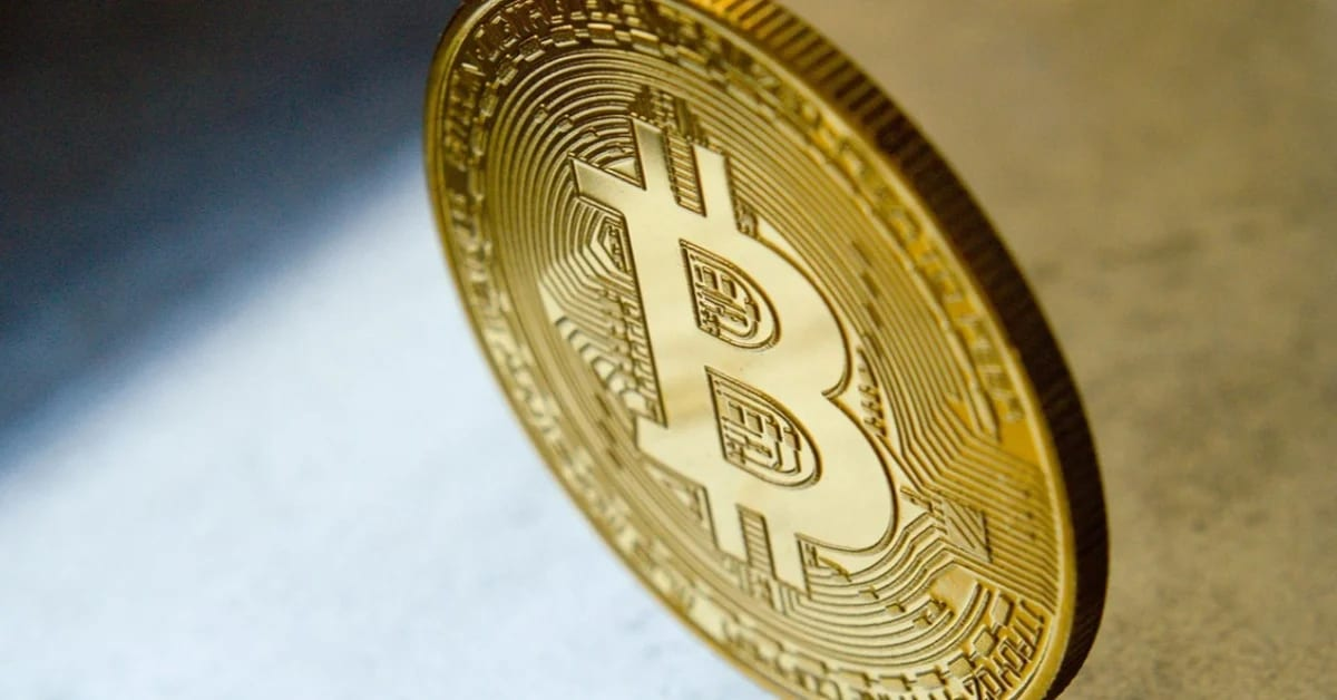 Bitcoin price climbs past $19,000-mark