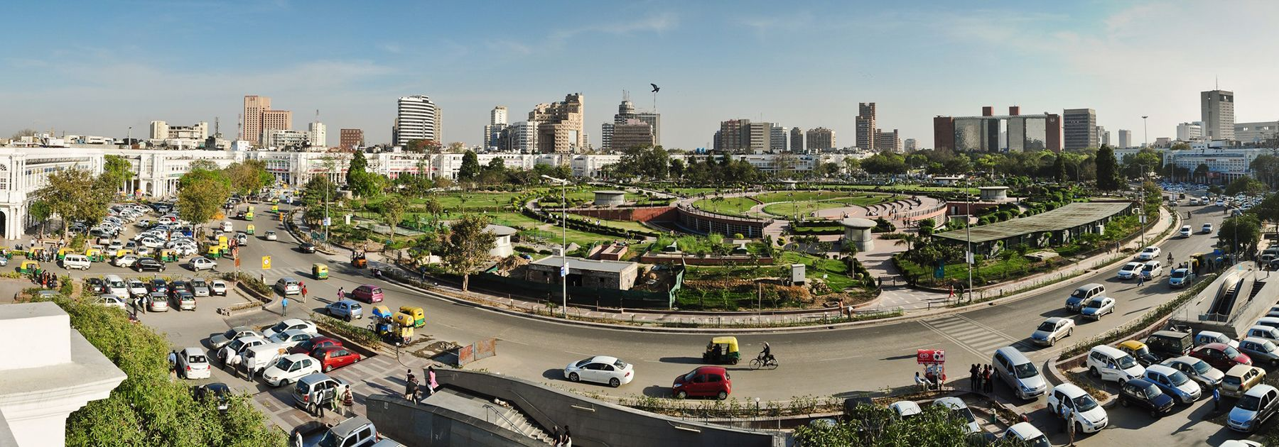 Panoramic view of inner circle and central park in Connaught Place, New Delhi. (Kabi1990, licensed under CC BY-SA 3.0)