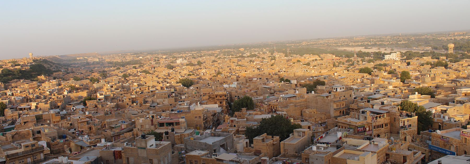 """A view of the """"Golden City"""", Jaisalmer, from the top of the Jaisalmer fort. (Vivek2285, licensed under CC BY-SA 4.0)"""