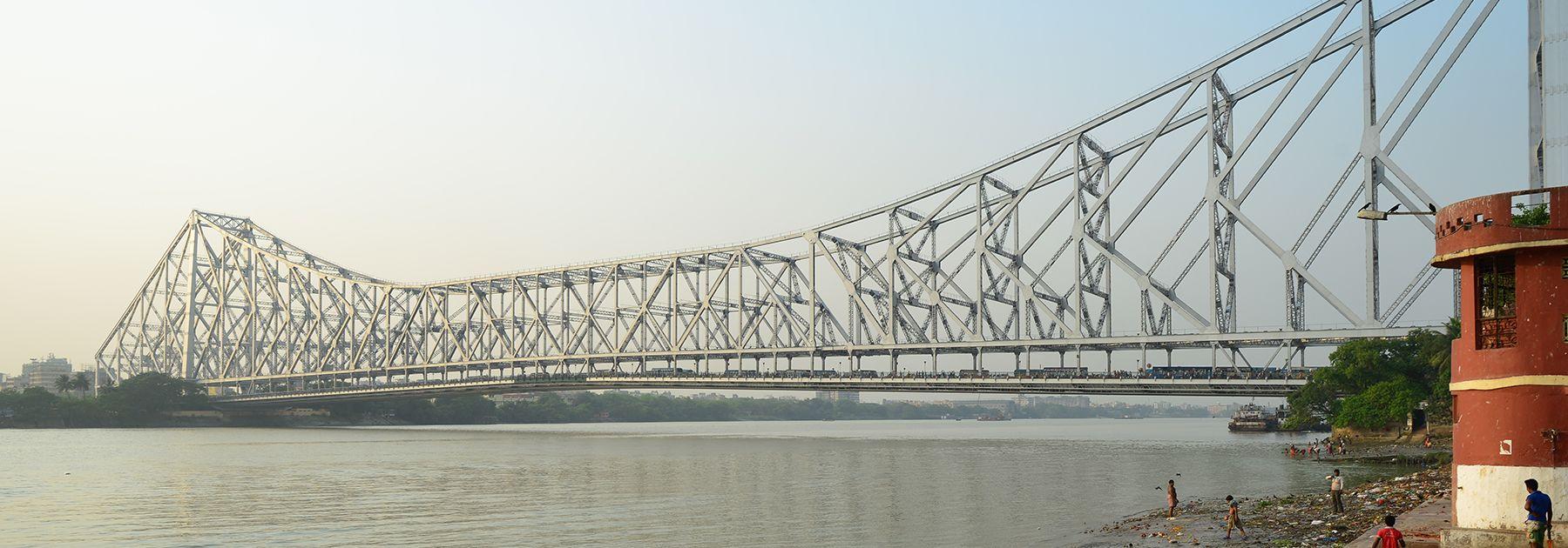 The Howrah Bridge straddles West Bengal's Hooghly River in Kolkata. (Christopher J. Fynn, licensed under CC BY-SA 4.0)