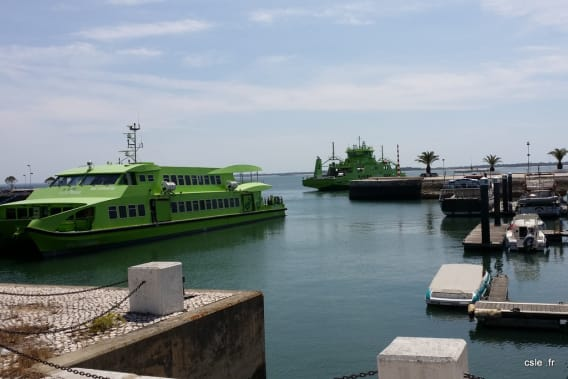 Ferry boat Lisbonne to Comporta Road trip Jeep Cherokee Portugal