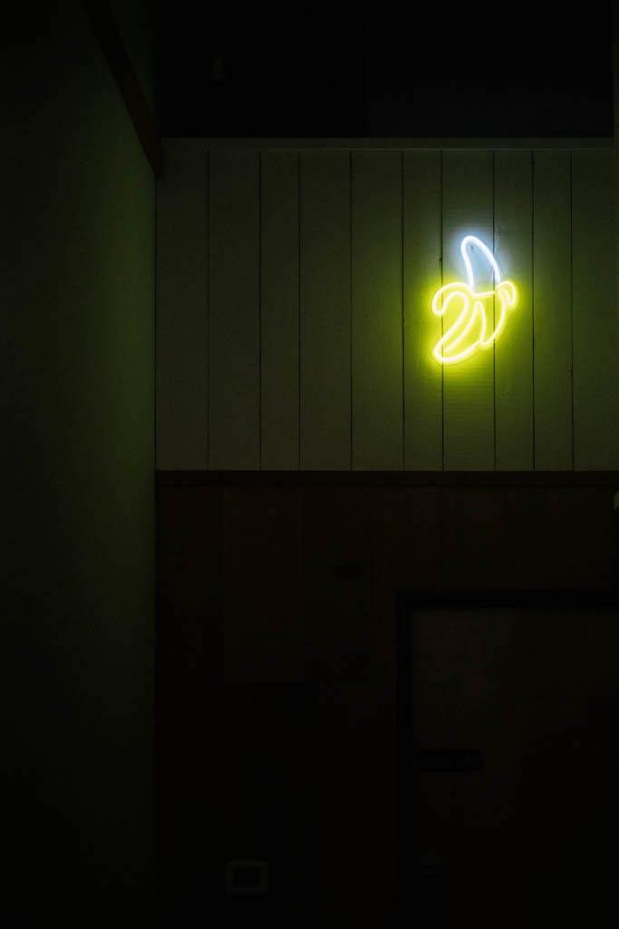 A neon banana