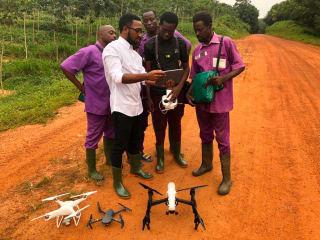 En Côte d'Ivoire, l'entrepreneur Joseph-Olivier Biley propose une série de solutions d'agriculture digitale utilisant la technologie des drones.
