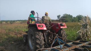 Alodalomè CUMA rent a tractor to plough their land