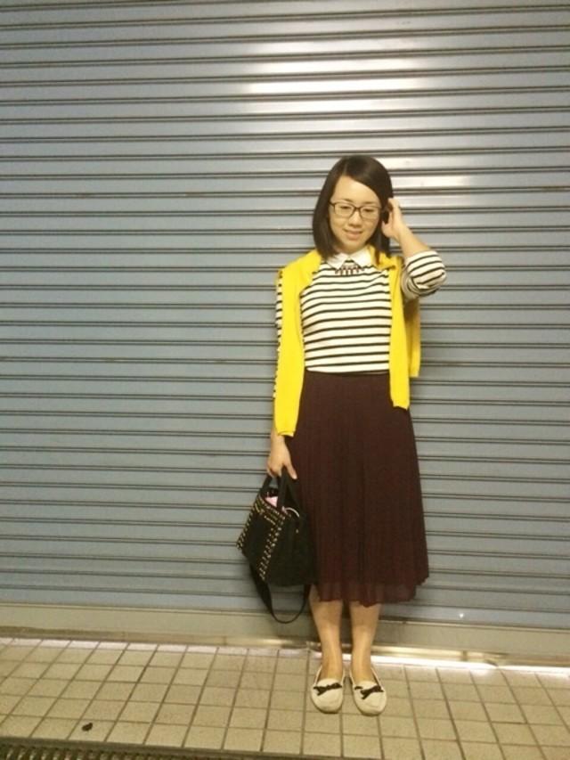 流行のミモレ丈スカートは深みのあるカラーで