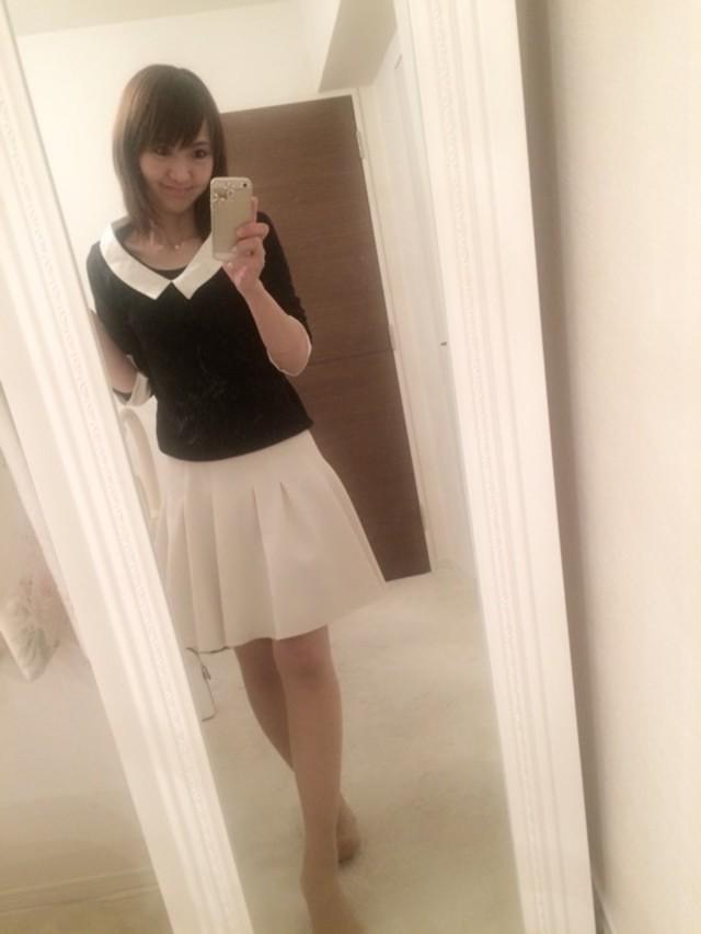 これぞまさにデートコーデ! な白いフレアースカートと襟付きトップス♥