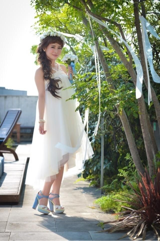 海外リゾートウエディングならミディアムドレスに挑戦