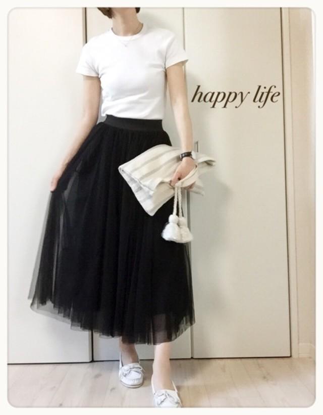 ホワイト無地Tシャツ×スカートコーデ
