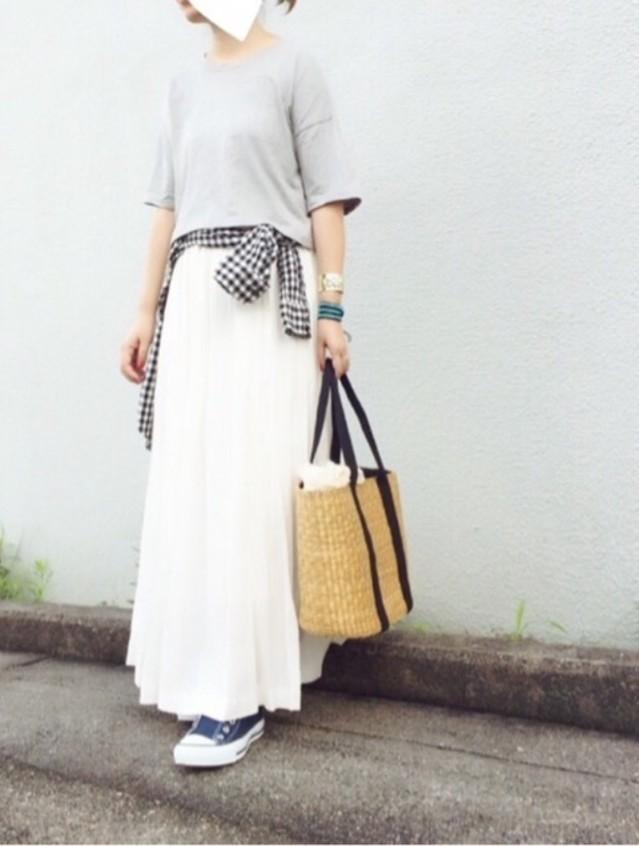 ホワイトロングスカートをカジュアルに着る!