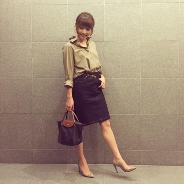 お仕事に! きれいめに着るブラックタイトスカート