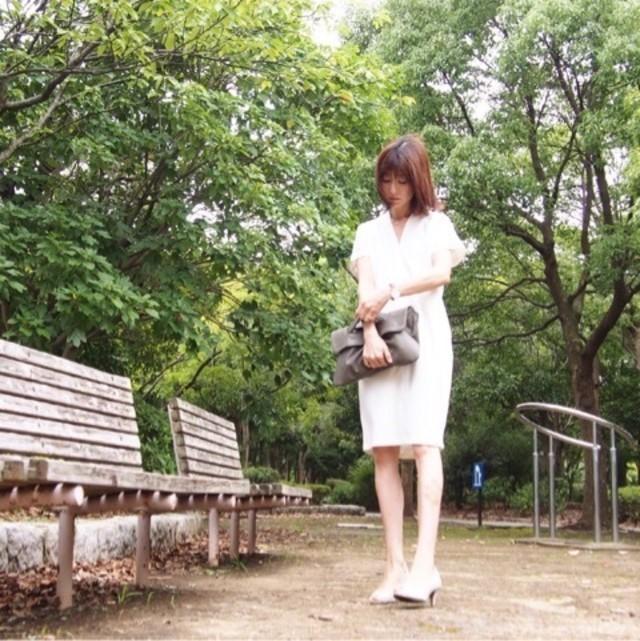 さらっときれいめに着こなしたい。爽やかホワイトの襟付きシャツワンピース♪