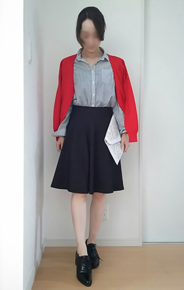 大人可愛いフレアスカートは、ストライプシャツでスタイルアップも狙って♪