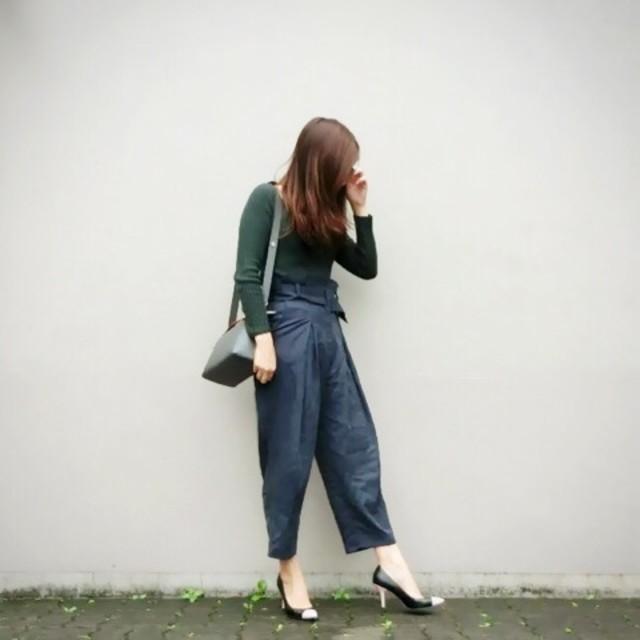 着痩せコーデのポイント4:抜け感を出す