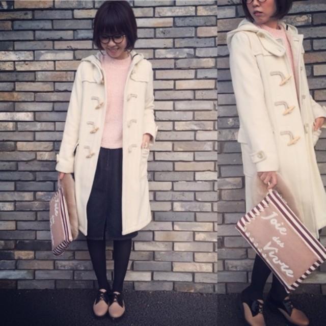 ホワイトのコートで華やかに♡ 膝丈スカートが今年らしいナチュラルガーリースタイル♪