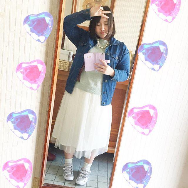 ふんわりスカートはデニムジャケットで引き締める!