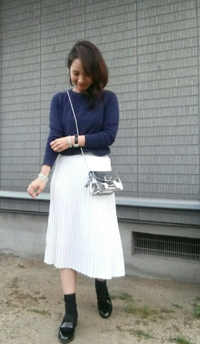 プリーツスカートもアシンメトリーで新鮮に♡