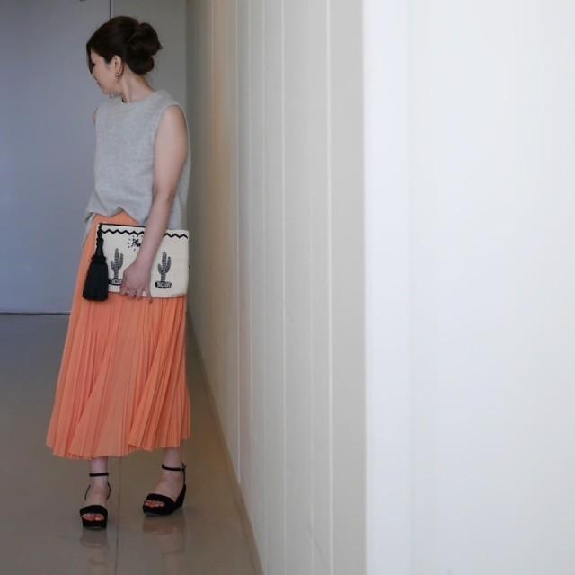 大人の肌見せ&お似合いカラーのスカート
