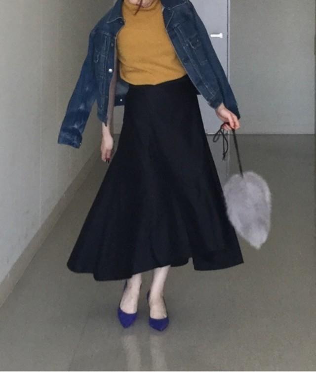 フェミニンなスカートはファーのポイント使いで大人っぽさが上がる