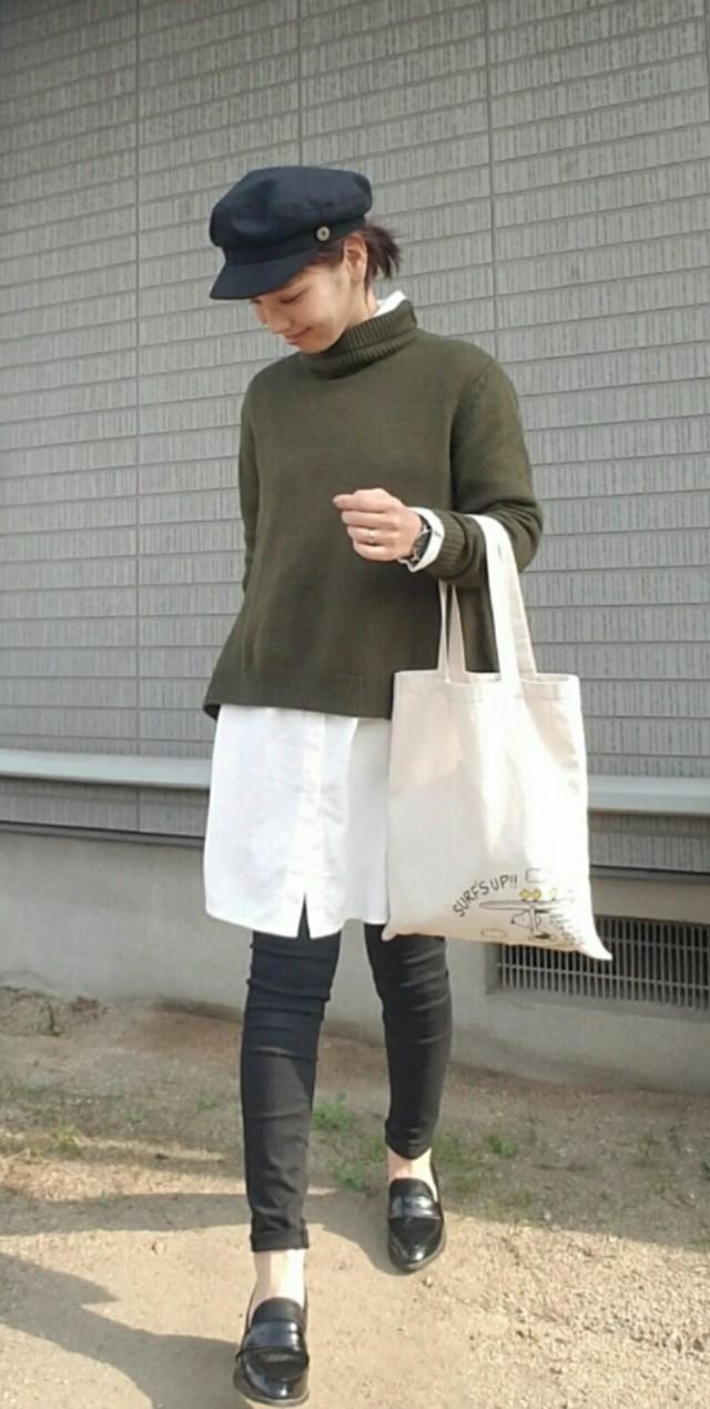 ロング丈の白シャツ+ニットでシンプルおしゃれに