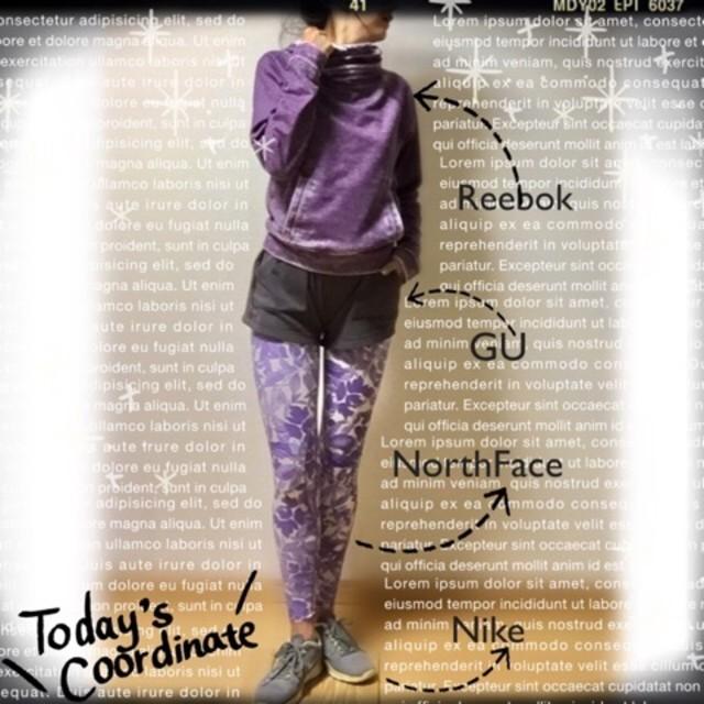 これこそ正にオシャレ上級者! 紫の柄ものランニングタイツで足にアクセントを