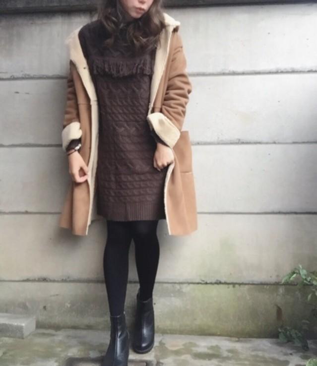 冬のかわいいをつくるニットワンピース×ムートンコート