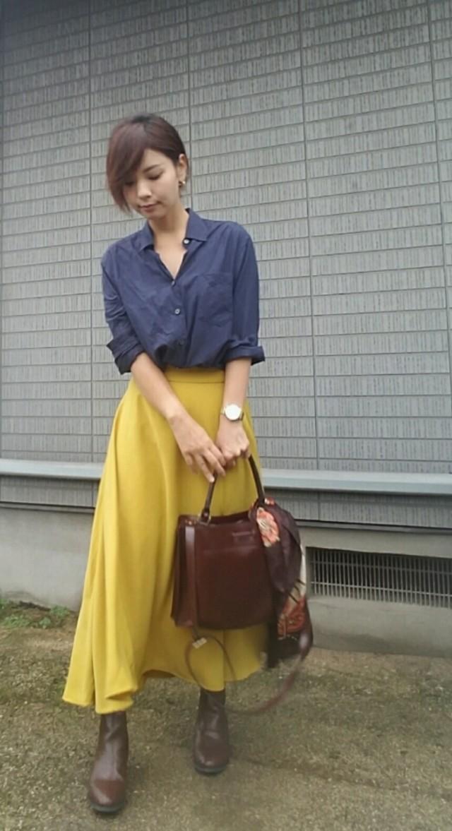 カラースカートで、Iラインシルエット強調の美コーデ!