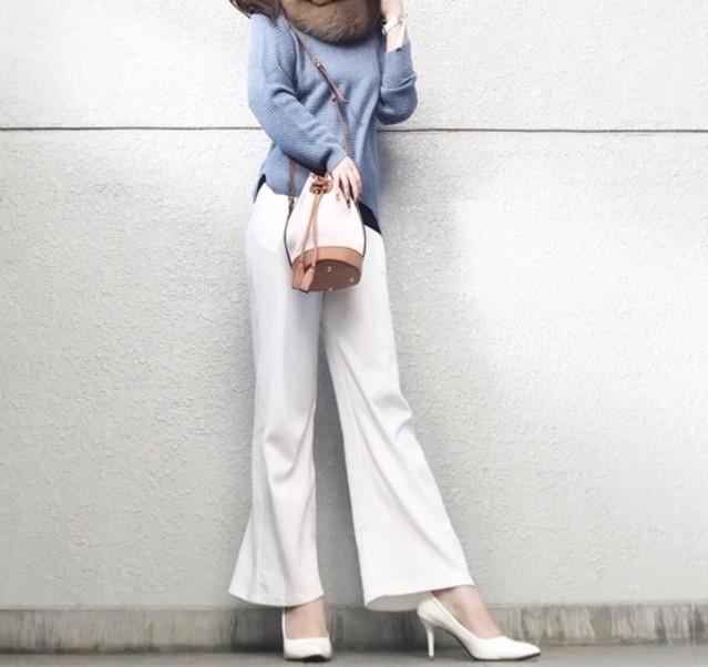 【ホテルランチ×白ワイドパンツコーデ】美脚見えが狙えるフレアデザイン