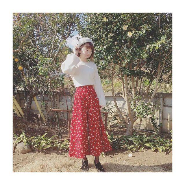 ベレー帽×スカートでスタイリッシュフェミニンコーデ