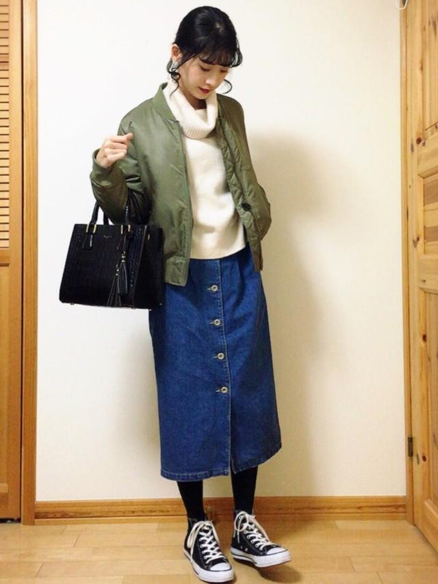 カジュアルなのにどこか女性っぽさを感じさせてくれる、MA-1×スカート