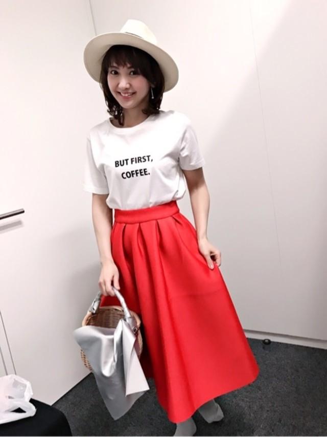 さりげなさが可愛い♡ ロゴTシャツ