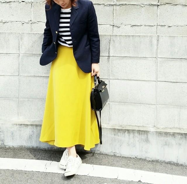 ロング丈のフレアスカートを着こなすならシングルボタンのジャケットを