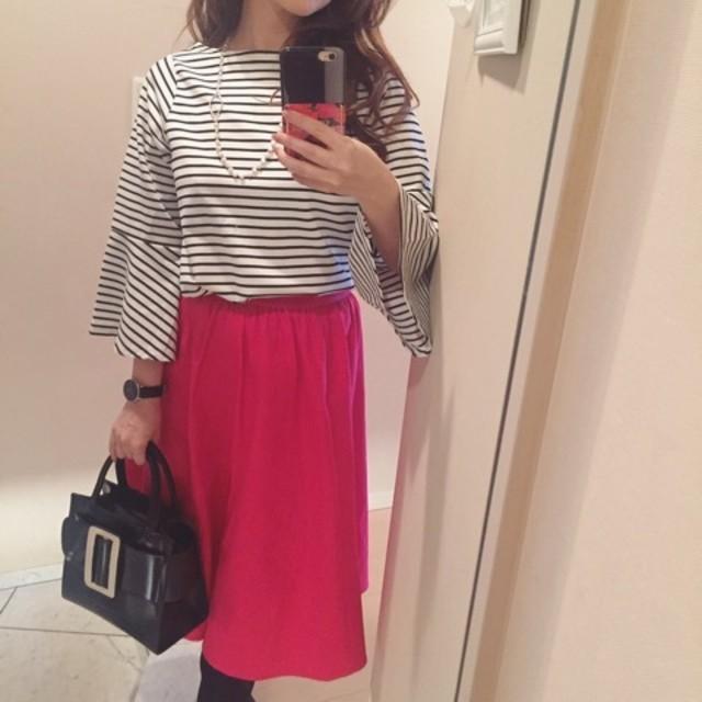 ピンクのスカートで華やかレディスタイル