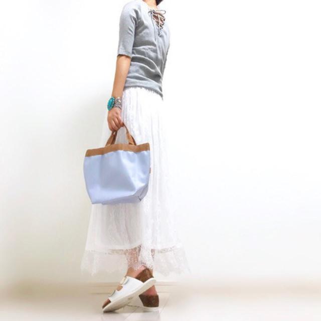 淡色スカートでさっぱりと♪ 爽やかなグレーのTシャツコーデ