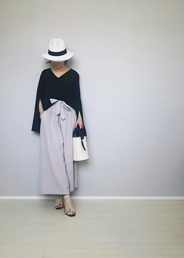 ブラック×グレーの大人配色はスタイリッシュな印象に