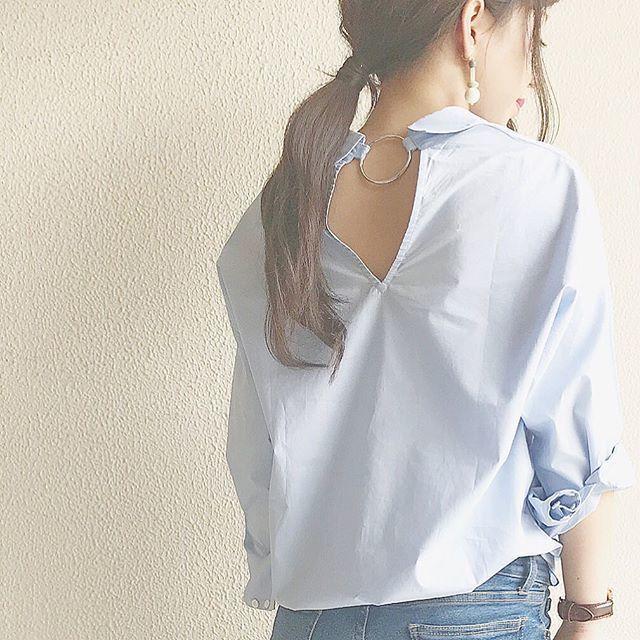 """大人の魅力を引き立てる""""背中見せ""""はシャツがイチオシ♪"""
