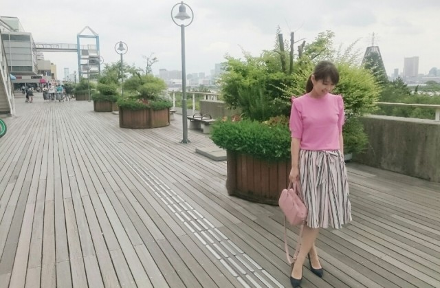 ピンクのグラデーションがアクセント! きれいめなフェミニンスタイル♪