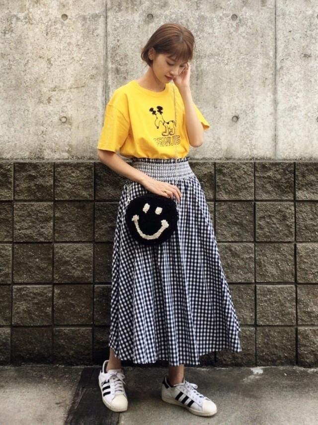 差し色スヌーピーTシャツはあえてのスカートコーデに♪
