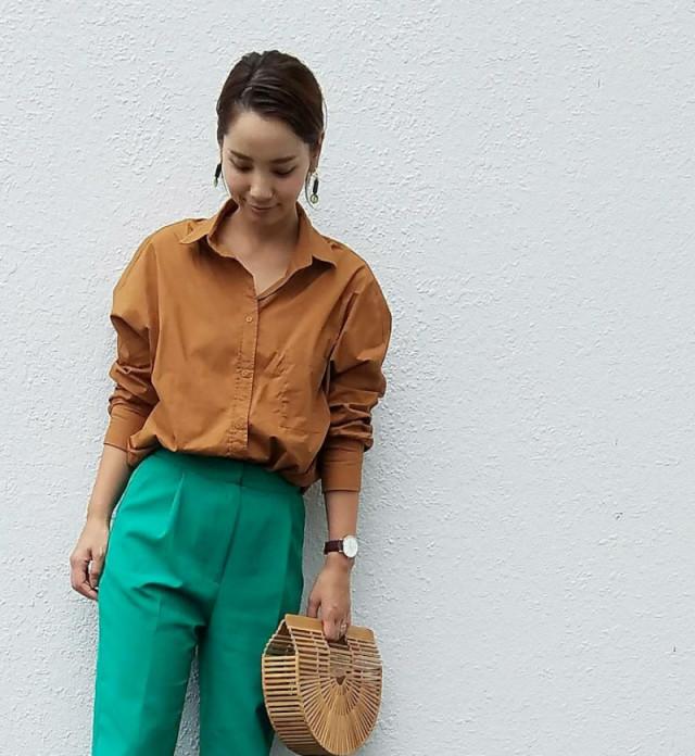 長袖シャツのアレンジで二の腕をクールにカバー